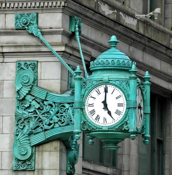 Reçu un beau diapo....Les horloges et pendules des rues..... - Page 2 77184010