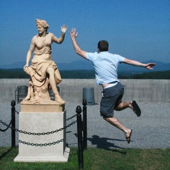 Des statues amusantes ! - Page 2 Funny-12