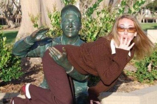 Des statues amusantes ! - Page 4 Funny-18