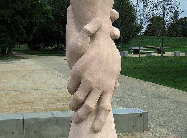 Des statues amusantes ! Helpin10