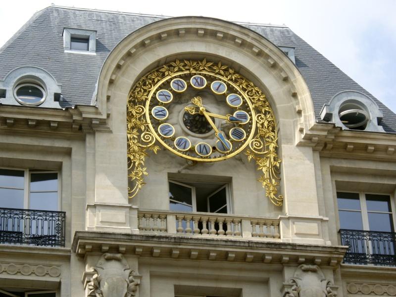 Reçu un beau diapo....Les horloges et pendules des rues..... Horlog10