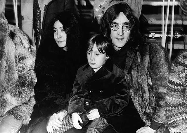 ENFANTS DE CELEBRITES PAR ORDRE ALPHABETIQUE - Page 3 Lennon10