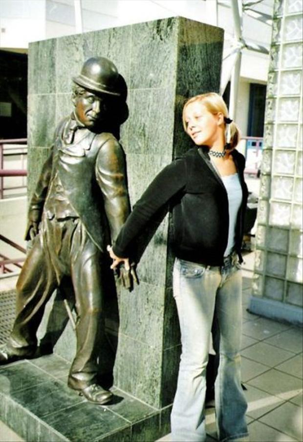 Des statues amusantes ! - Page 3 Statue13