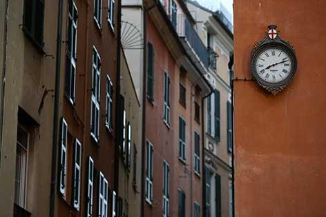 Reçu un beau diapo....Les horloges et pendules des rues..... - Page 3 Vieill10