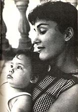 ENFANTS DE CELEBRITES PAR ORDRE ALPHABETIQUE - Page 3 Yael10