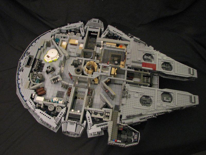 Lego - 10179 - UCS Faucon Millenium  Intari10