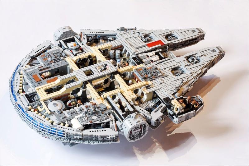 Lego - 10179 - UCS Faucon Millenium  Millen10
