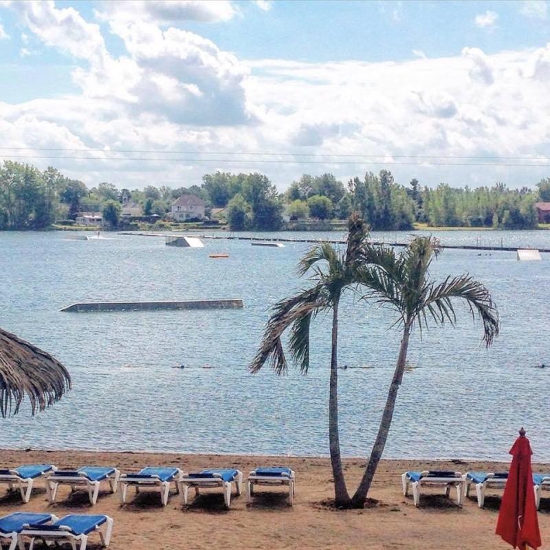 La plage et le Beach Club de Pointe-Calumet Bc10