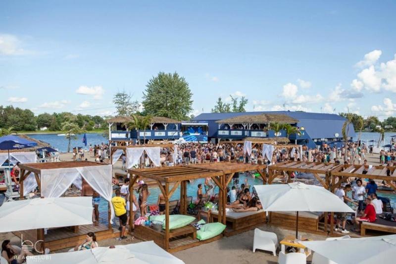 La plage et le Beach Club de Pointe-Calumet Bc210