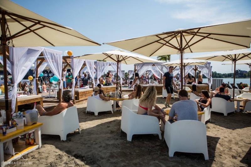 La plage et le Beach Club de Pointe-Calumet Bc310