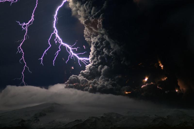 Sakurajima's Mystery Lights go CrAzY + a Lightening Surprise!  Icevol10