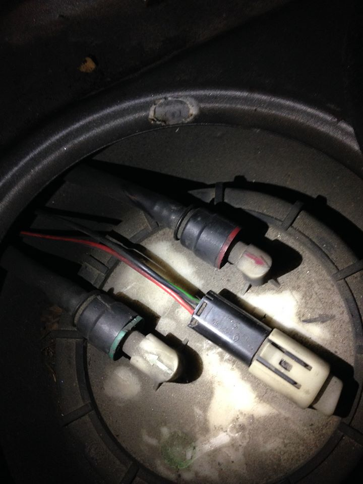 [RESOLU] Démontage durit pompe à essence 11913210