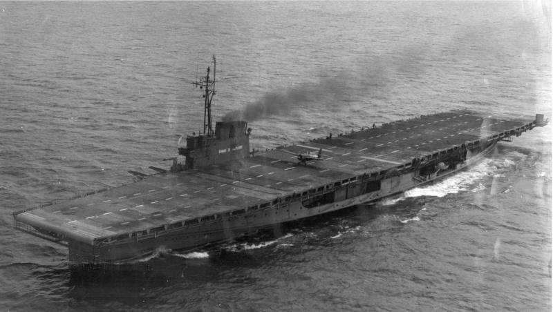 Seul porte-avions au Monde fonctionnant au charbon, propulsé par roues à aubes (Grands Lacs US). Wolver10