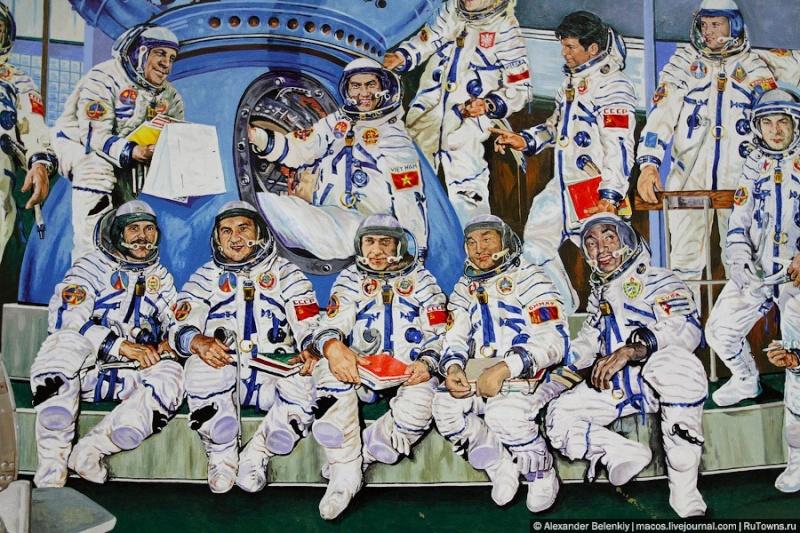 50 ème anniversaire Vol Gagarine - Page 8 0_47a110