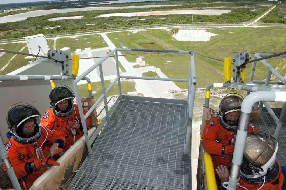 [STS-135] Atlantis:  fil dédié aux préparatifs, lancement prévu pour le 8/07/2011 - Page 6 2011-410