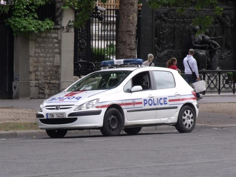 Véhicules de patrouille et/ou police-secours. Dscf1613
