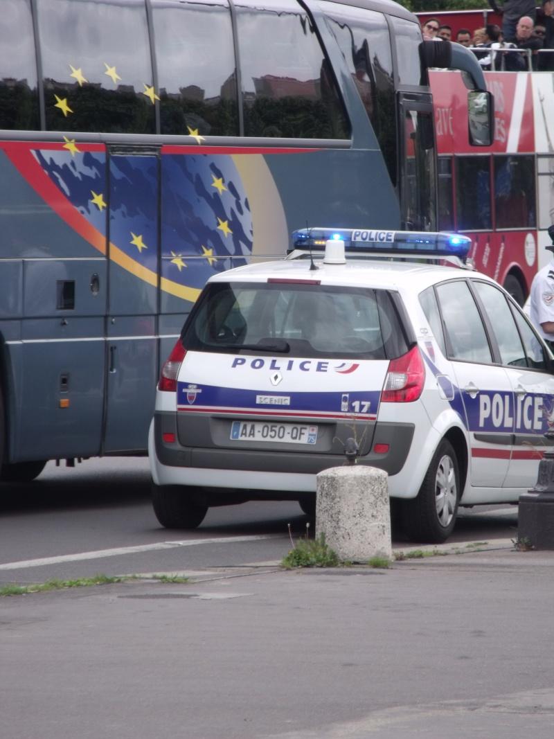 Véhicules de patrouille et/ou police-secours. Dscf1614