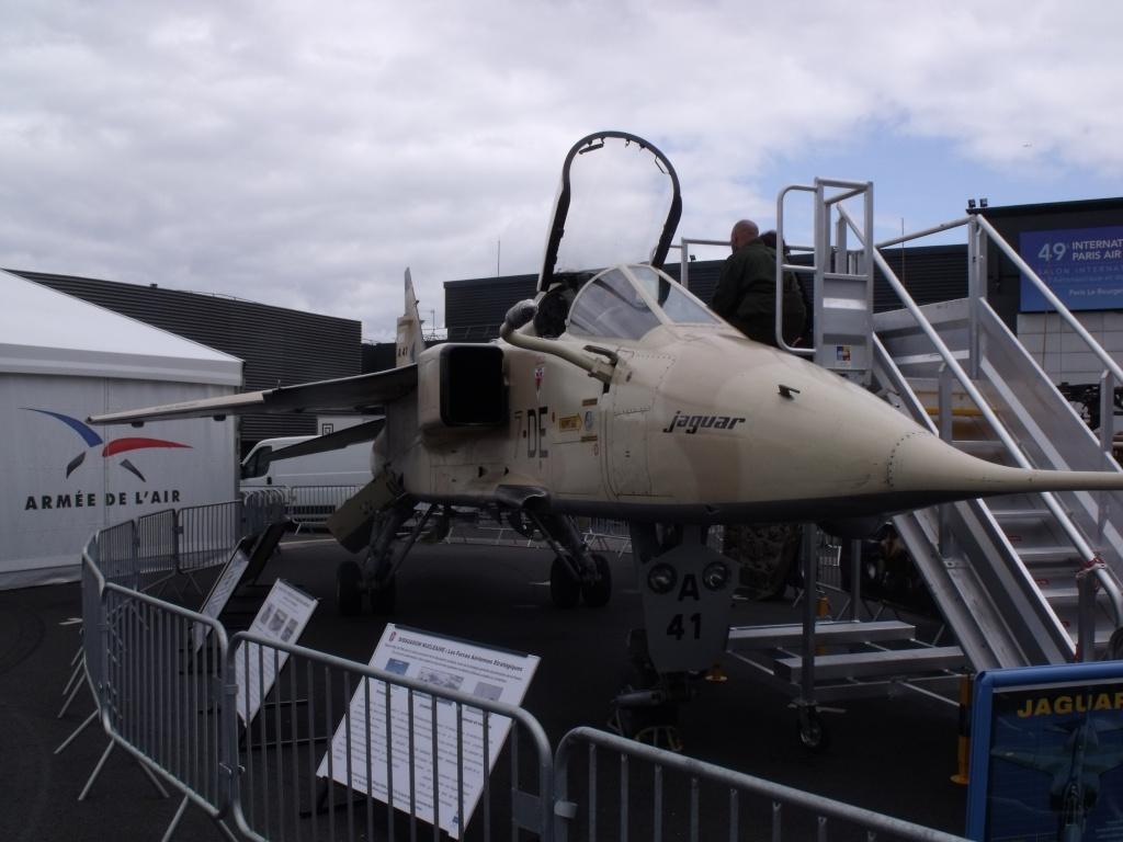Au Salon du Bourget, l'Armée de l'Air présentait un Jaguar. Dscf1619