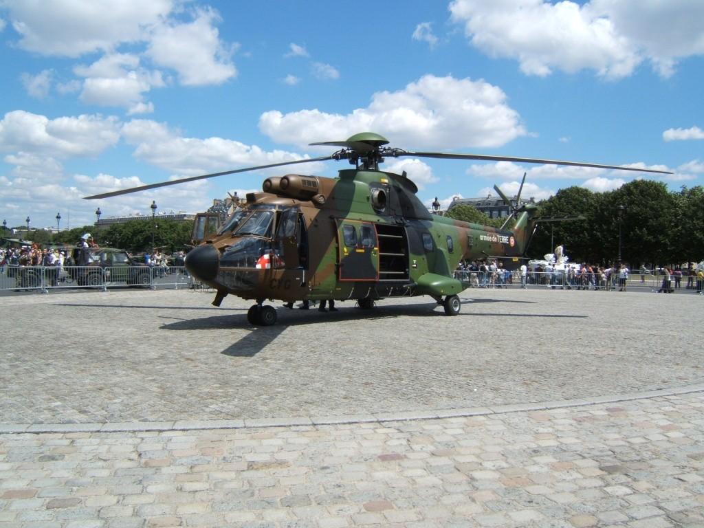 Hélicos aux Invalides le 14 juillet 2008 Euroco11