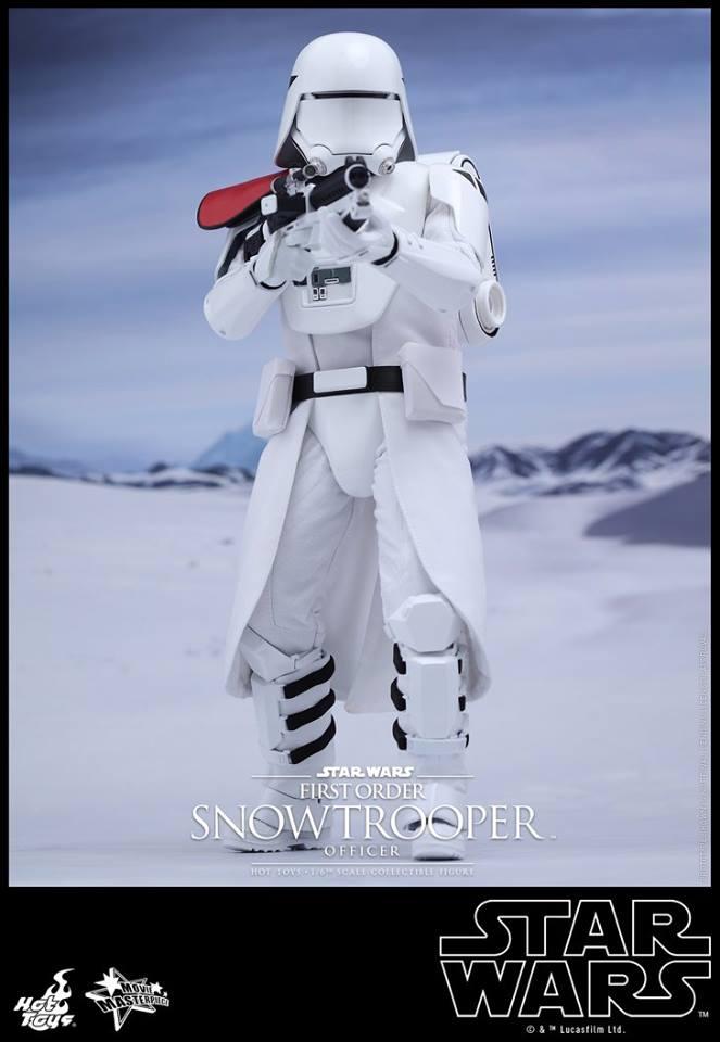 HOT TOYS - Star Wars: TFA - First Order Snowtrooper Officer 12002911