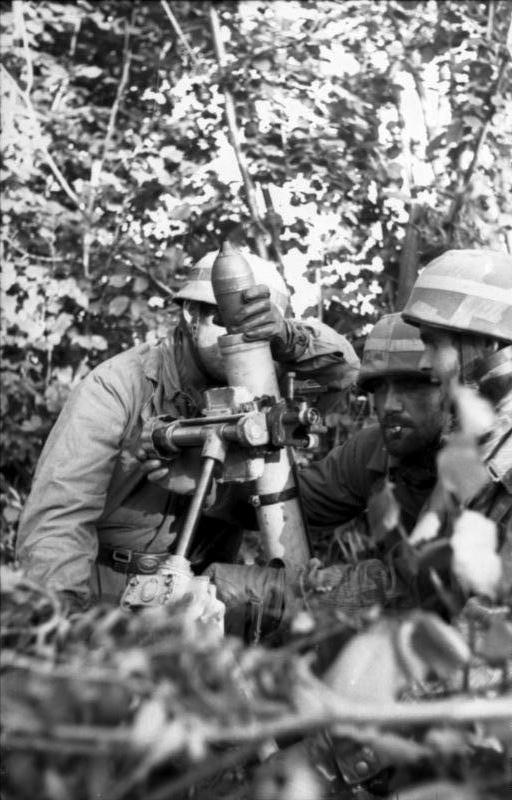 Mortier de 8cm S.gr.W.34 Bundes11