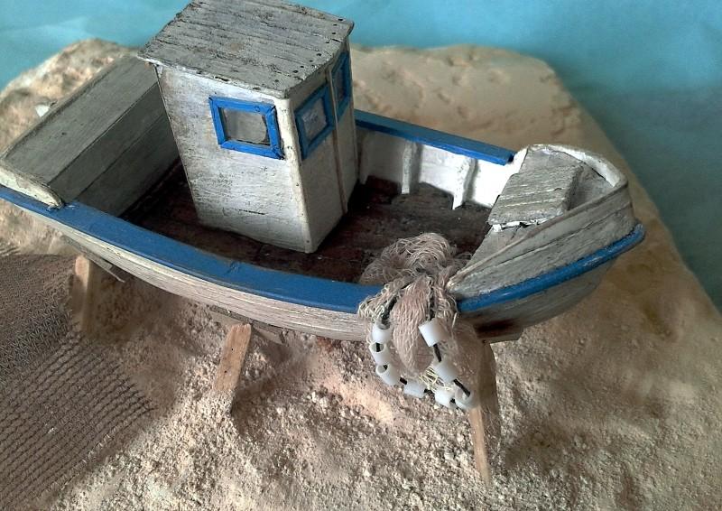 Kleines Fischerboot aus eigener Werft Boot4710