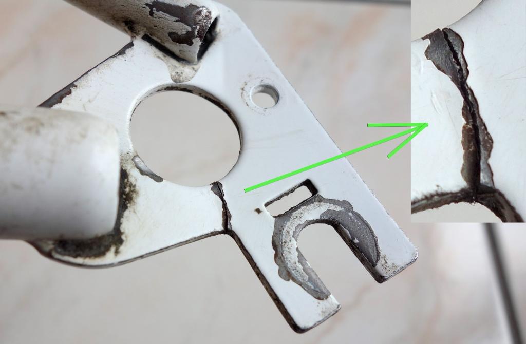 Pattes du triangle arrière en acier fracturées Fissur16
