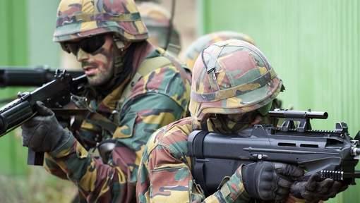 Armée Belge / Defensie van België / Belgian Army  - Page 38 0106