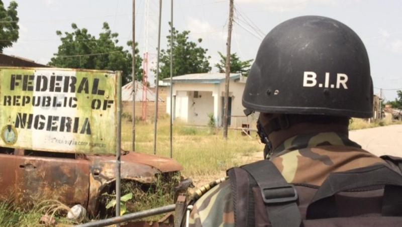 Forces Armées Camerounaises - Page 3 0132