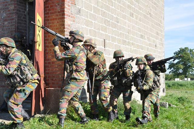 Armée Belge / Defensie van België / Belgian Army  - Page 37 1067