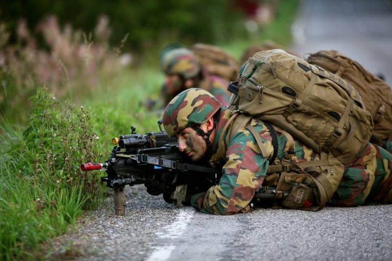 Armée Belge / Defensie van België / Belgian Army  - Page 37 1323