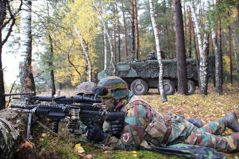 Armée Belge / Defensie van België / Belgian Army  - Page 38 1651