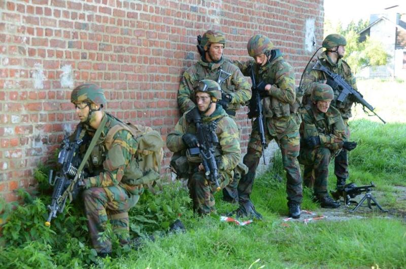 Armée Belge / Defensie van België / Belgian Army  - Page 37 472