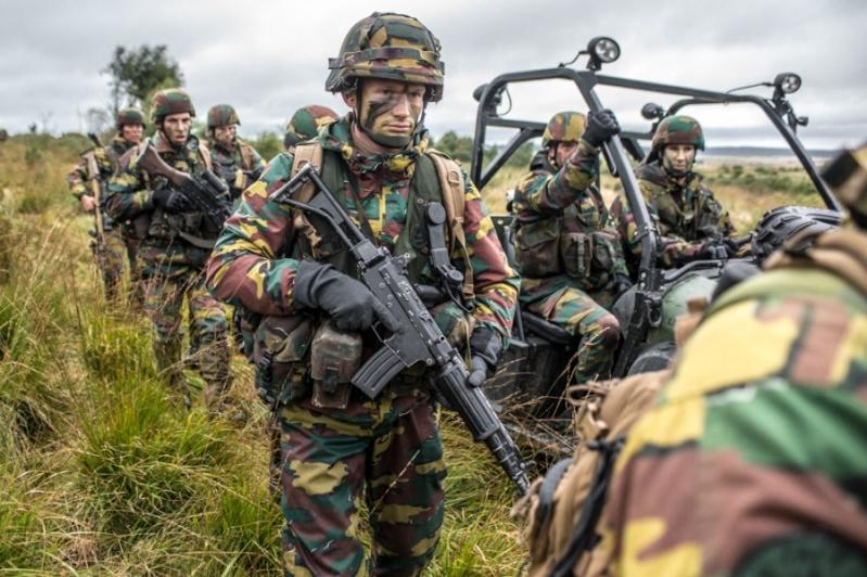 Armée Belge / Defensie van België / Belgian Army  - Page 37 5142