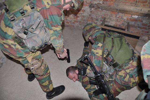 Armée Belge / Defensie van België / Belgian Army  - Page 37 7106