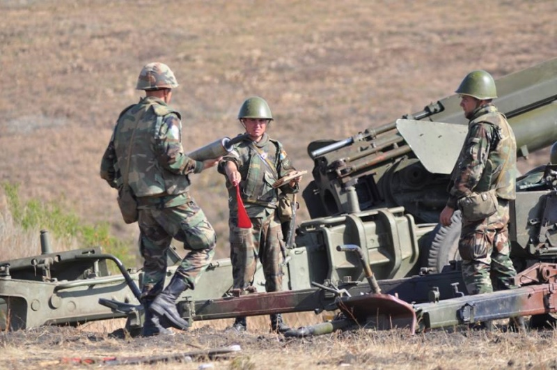 Forces armées moldaves - Page 2 789