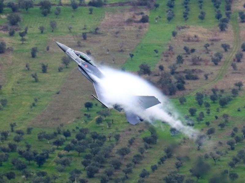 Photos d'avions militaires - Page 27 792