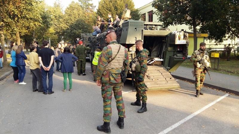 Armée Belge / Defensie van België / Belgian Army  - Page 38 8121