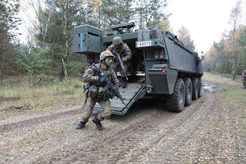 Armée Belge / Defensie van België / Belgian Army  - Page 38 8286