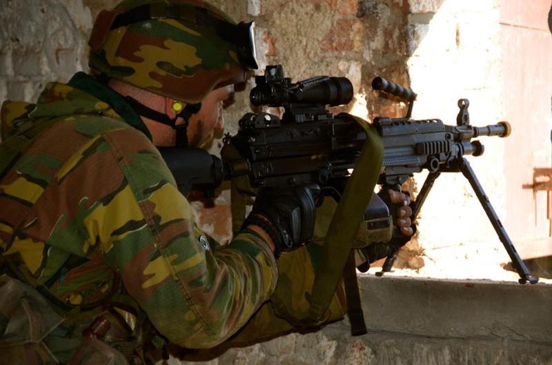 Armée Belge / Defensie van België / Belgian Army  - Page 37 836