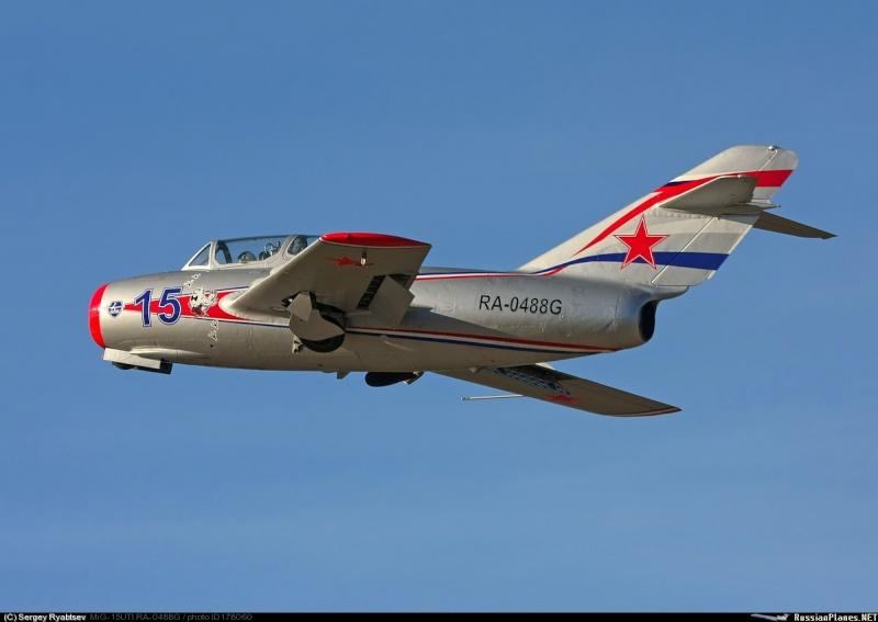 Photos d'avions militaires - Page 27 8364