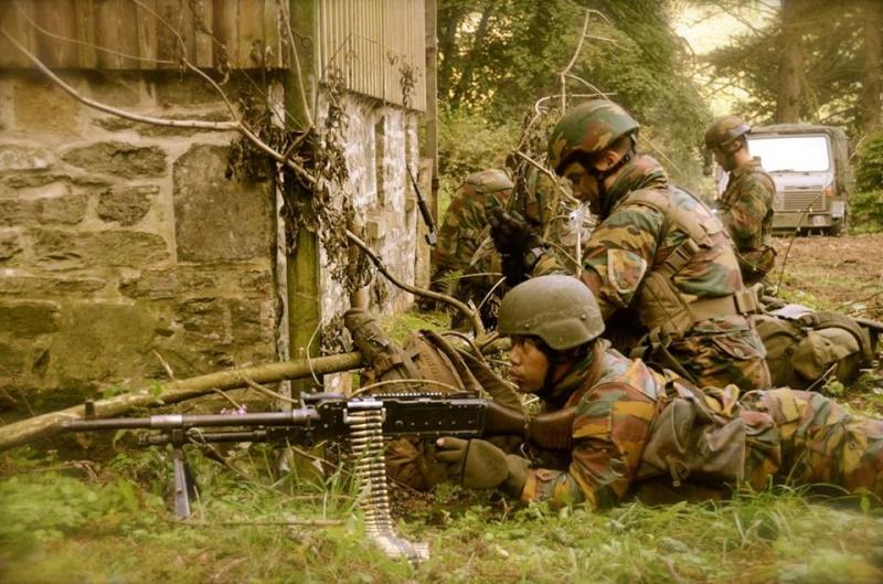 Armée Belge / Defensie van België / Belgian Army  - Page 37 8a21