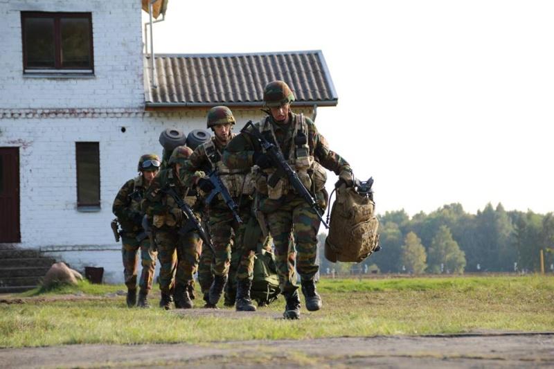 Armée Belge / Defensie van België / Belgian Army  - Page 38 9102