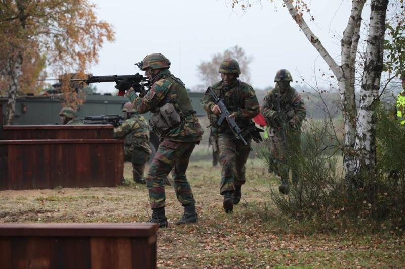 Armée Belge / Defensie van België / Belgian Army  - Page 38 9222