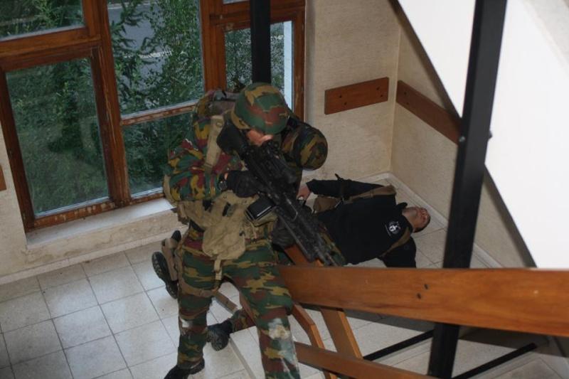 Armée Belge / Defensie van België / Belgian Army  - Page 37 946