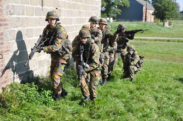 Armée Belge / Defensie van België / Belgian Army  - Page 37 974