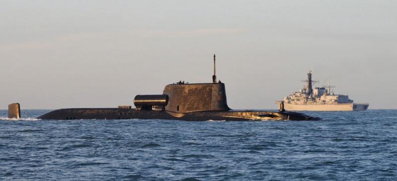 Accrochage en mer entre sous-marin et chalutier ! 15013011