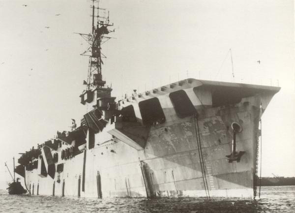 Le porte-Avions Karel Doorman en 1960 335810