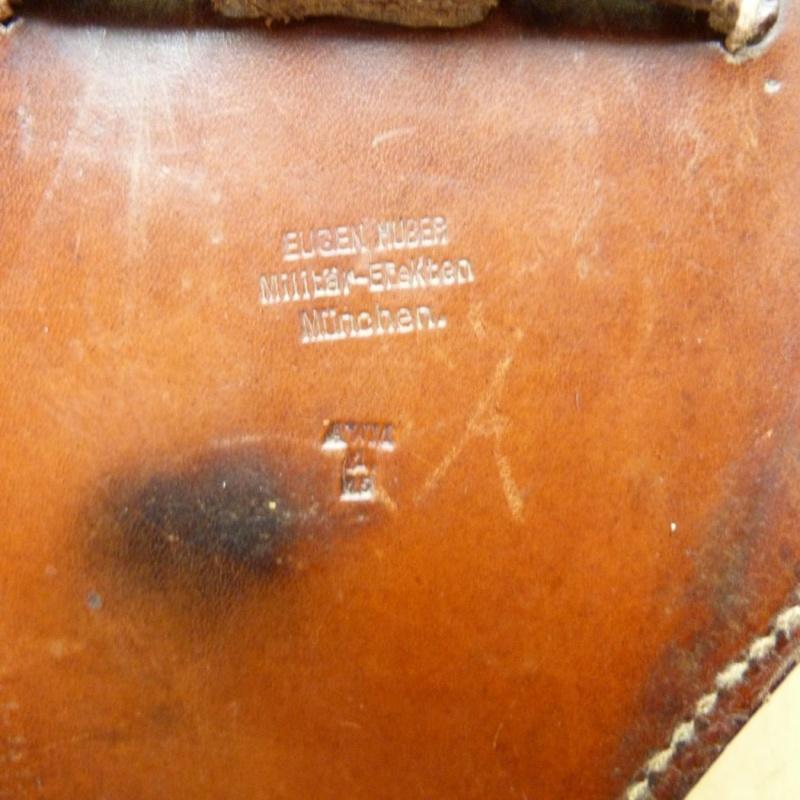 Les étuis cuir et autres pour les P 08 d'artillerie 1913-1946. Holste47