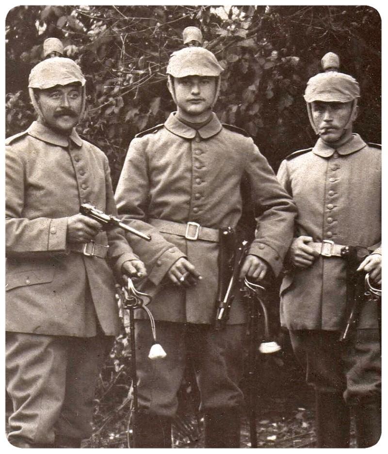 Les étuis cuir et autres pour les P 08 d'artillerie 1913-1946. Soldat10